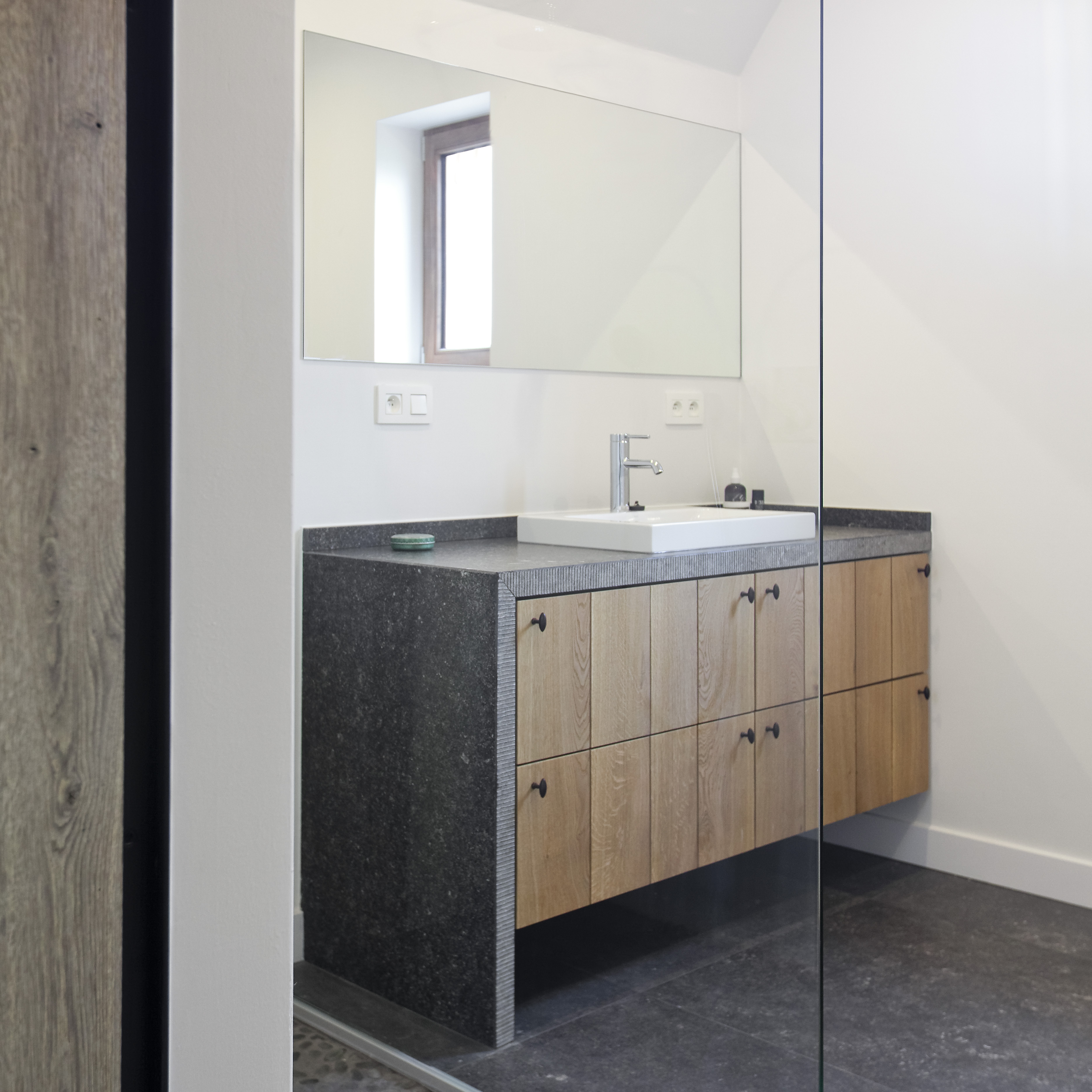 Badkamer ideeen landelijk: landelijke badkamer in de slaapkamer ...