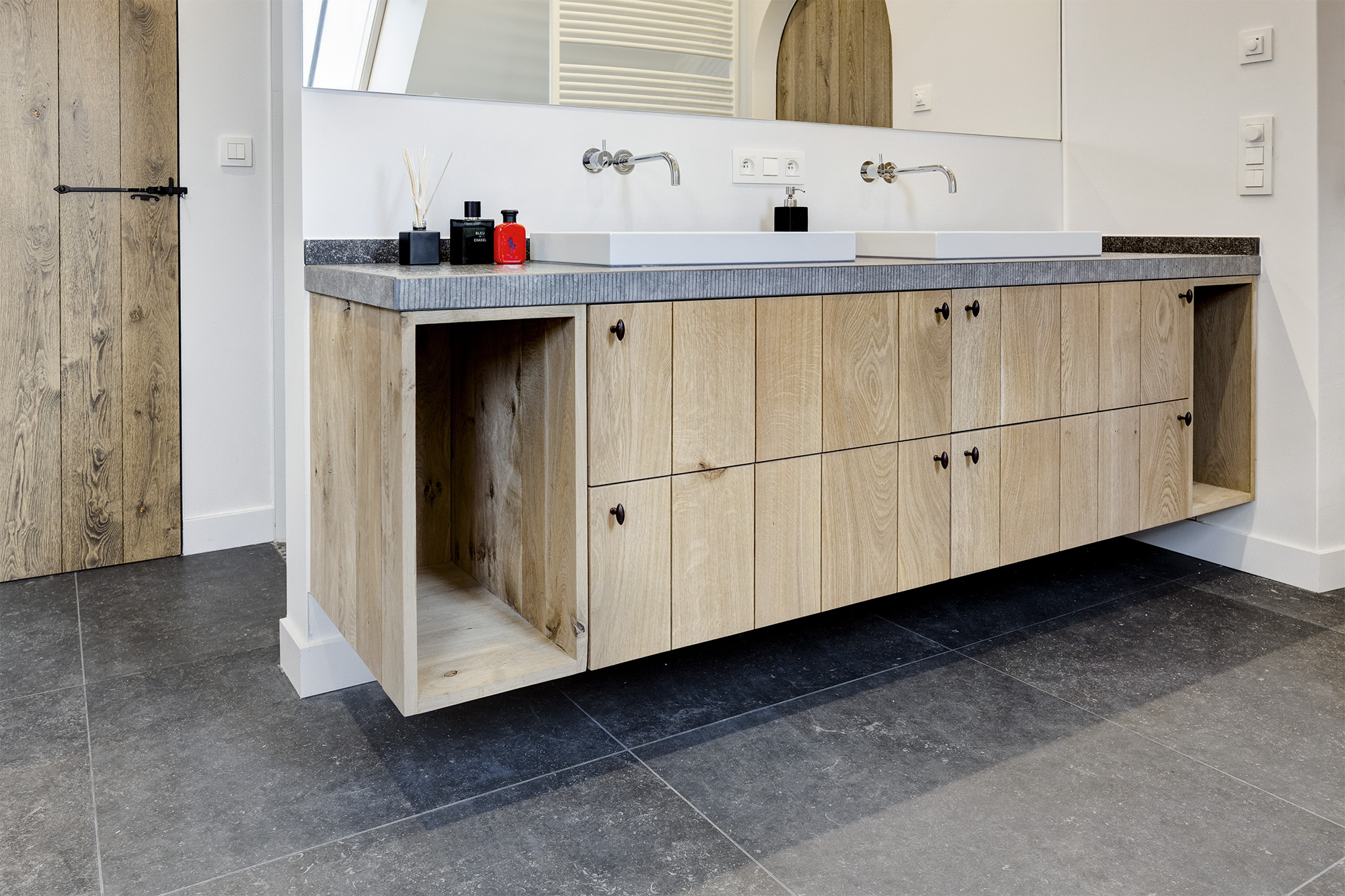 Van de bovenste plank 4213 moderne stoere meubels beeld beste voorbeelden afbeeldingen - Moderne badkamer meubels ...